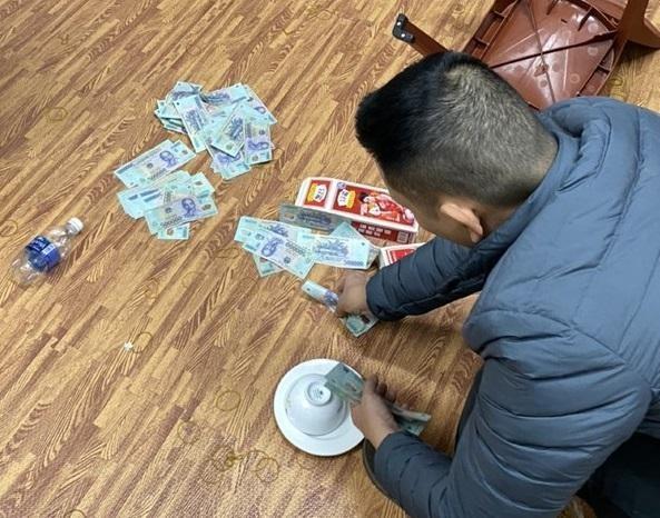 31 người đánh bạc bằng hình thức xóc đĩa ảnh 1