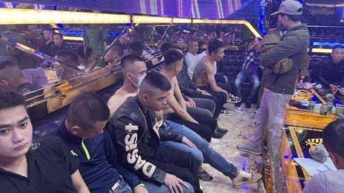 Nhóm thanh niên sử dụng ma tuý trong quán karaoke ảnh 1
