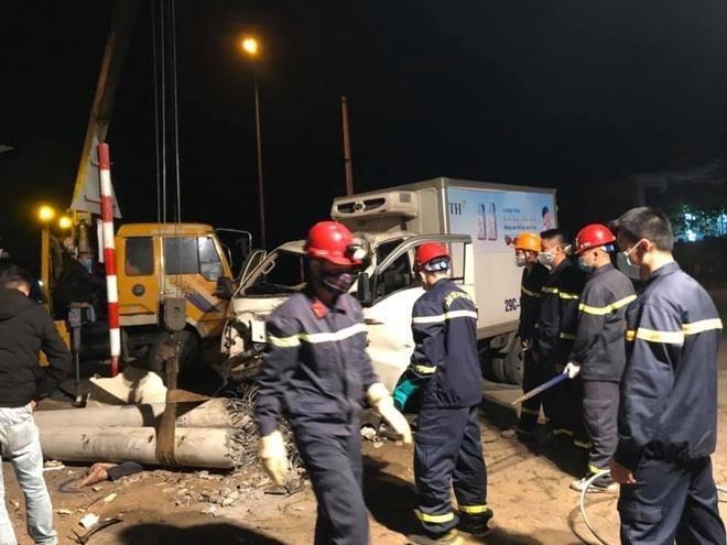 Xe máy va chạm xe tải, 3 người tử vong ảnh 1