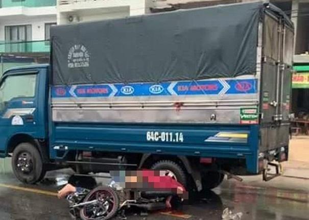 Xe máy va chạm xe tải, 2 người thương vong ảnh 1