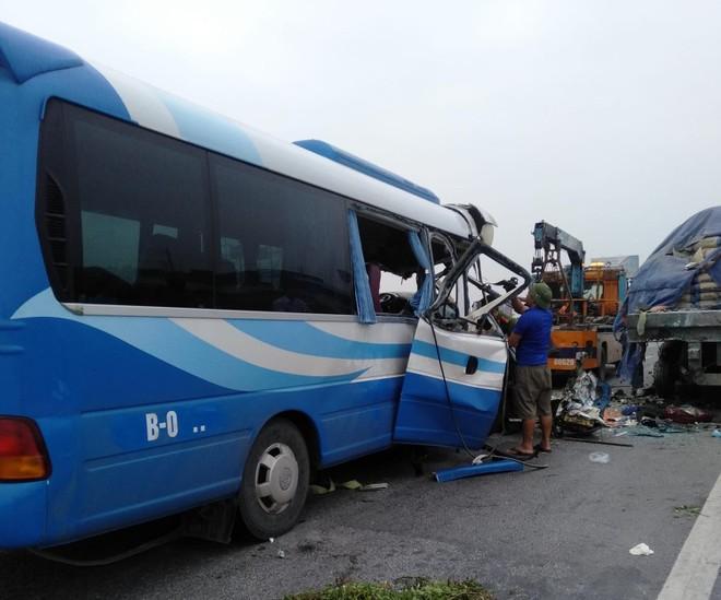 Thêm nạn nhân tử vong trong vụ tai nạn xe khách đâm đuôi xe tải ảnh 1