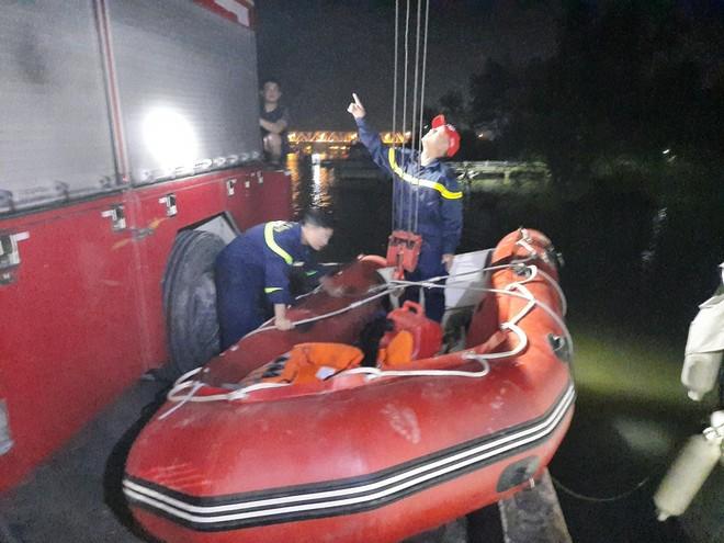 Tìm thấy thi thể nam thanh niên nhảy cầu Bến Thủy 2 ảnh 1