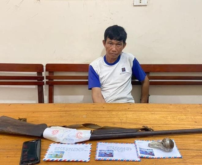 Bắt người đàn ông thủ súng và lựu đạn để buôn ma túy ảnh 1