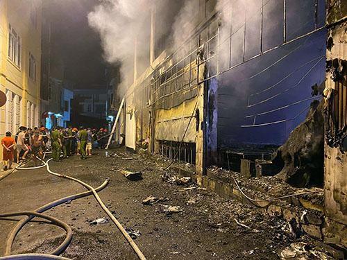 [Video] Hỏa hoạn kinh hoàng trong đêm, cả gia đình chủ phòng trà tử vong ảnh 1