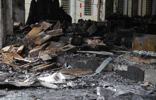 [Video] Hỏa hoạn kinh hoàng trong đêm, cả gia đình chủ phòng trà tử vong ảnh 2