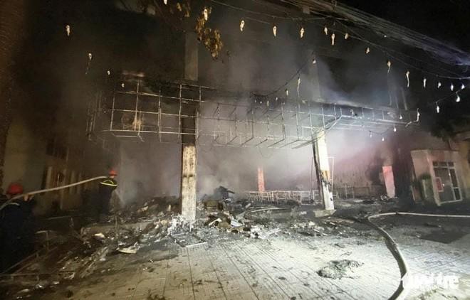Cháy phòng trà trong đêm ở Nghệ An, 6 người tử vong ảnh 1