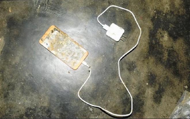 Học sinh lớp 5 tử vong nghi do điện thoại phát nổ trong lúc học online ảnh 1