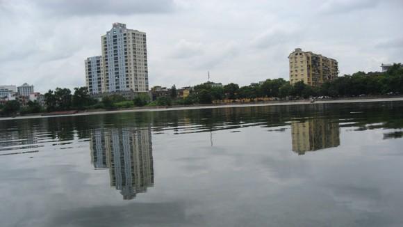 Sự cố tràn dầu Diezel vào hồ Giảng Võ ảnh 1