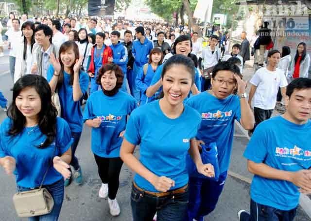 Hoa hậu Ngọc Hân chạy bộ vì trẻ em ảnh 1