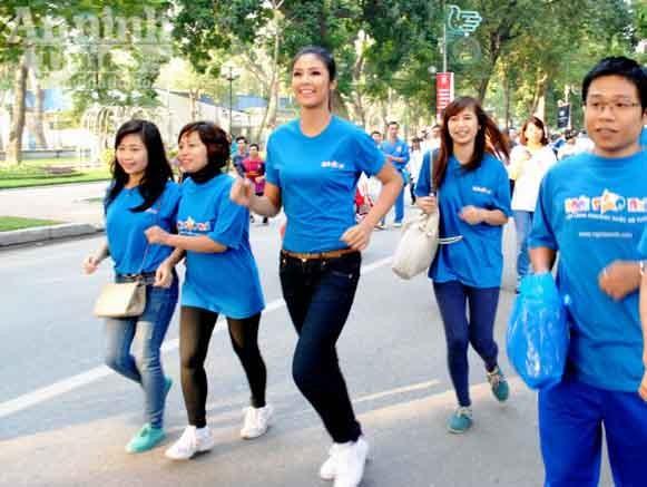 Hoa hậu Ngọc Hân chạy bộ vì trẻ em ảnh 5