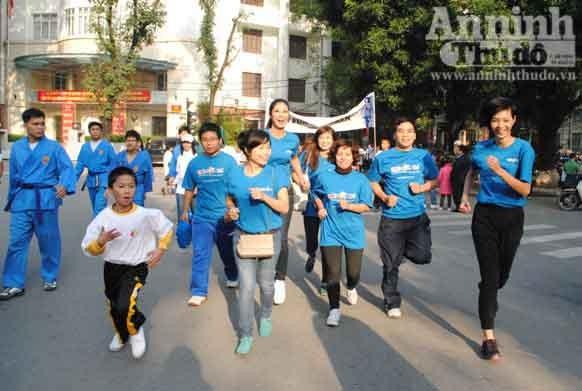 Hoa hậu Ngọc Hân chạy bộ vì trẻ em ảnh 3