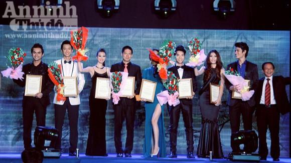 Vinh danh 10 siêu mẫu của làng thời trang Việt ảnh 1