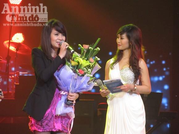 Uyên Linh chiến thắng thuyết phục Bài hát yêu thích tháng 1 ảnh 5