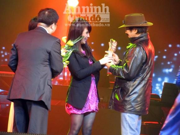 Uyên Linh chiến thắng thuyết phục Bài hát yêu thích tháng 1 ảnh 3