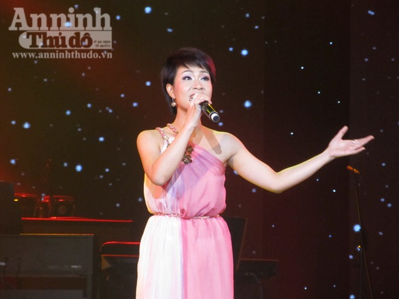 Uyên Linh chiến thắng thuyết phục Bài hát yêu thích tháng 1 ảnh 7