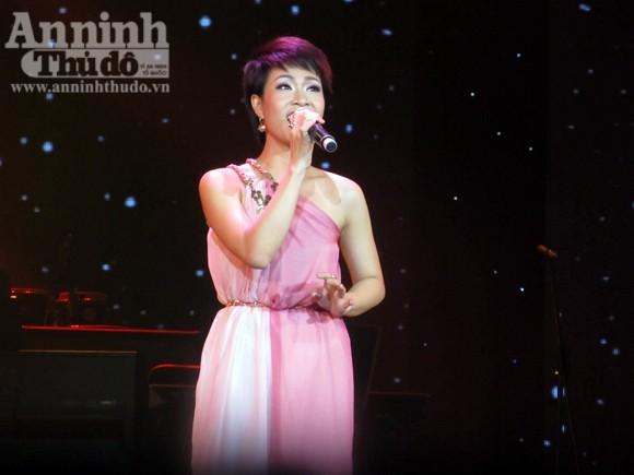Uyên Linh chiến thắng thuyết phục Bài hát yêu thích tháng 1 ảnh 8