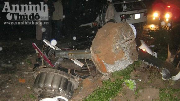 Xe ô tô lao vào cột đèn cao áp, 6 người bị thương nặng ảnh 1