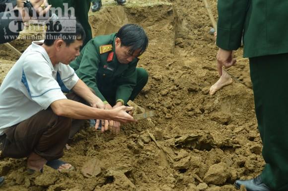 Phát hiện nhiều hài cốt liệt sĩ khi đào móng xây nhà thờ họ ảnh 2