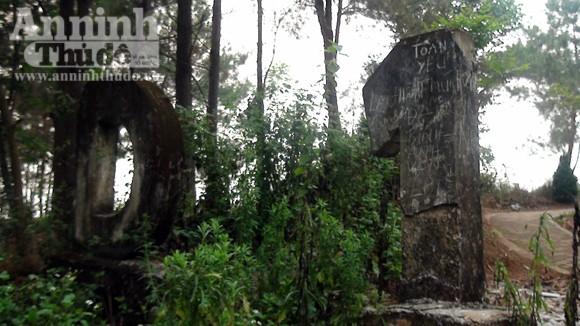 Nhếch nhác tại tượng đài chiến thắng Điện Biên Phủ ảnh 2