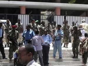 Đánh bom nhà hát, Thủ tướng Somalia thoát nạn ảnh 1