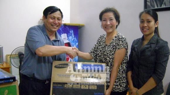 Tặng Ban công tác Phụ nữ CATP Hà Nội máy vi tính phục vụ công tác ảnh 1