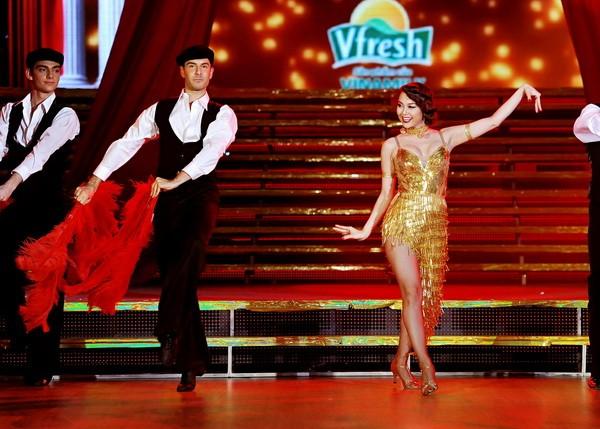 Minh Hằng hóa vũ nữ Broadway nóng bỏng và gợi cảm ảnh 5
