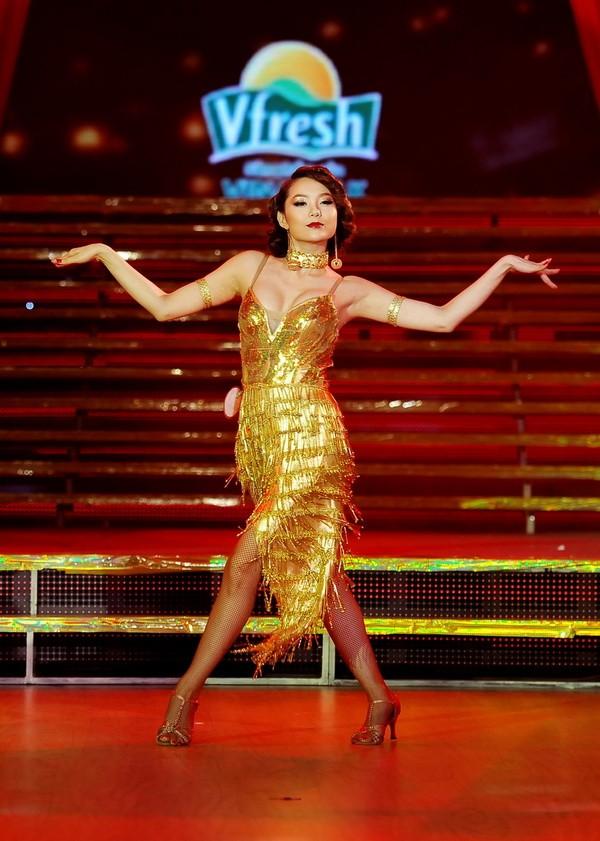 Minh Hằng hóa vũ nữ Broadway nóng bỏng và gợi cảm