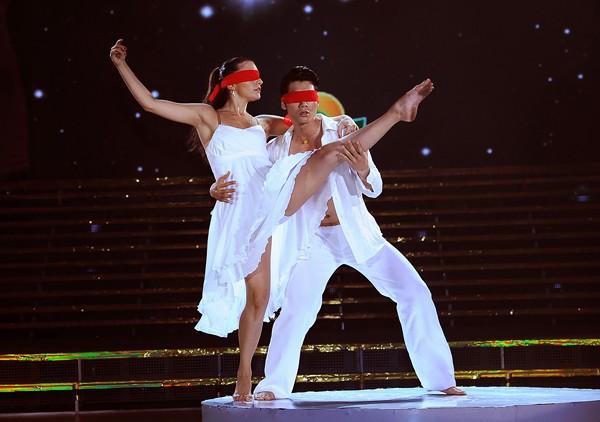 Trương Nam Thành khoe dáng chuẩn trong điệu múa đương đại ảnh 3