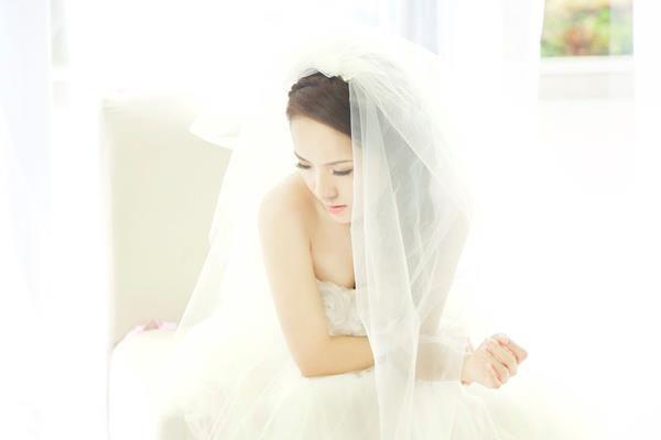 Phương Linh thẫn thờ khoác áo cô dâu ảnh 10