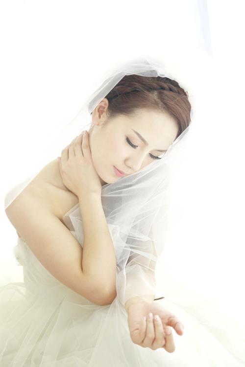 Phương Linh thẫn thờ khoác áo cô dâu ảnh 2