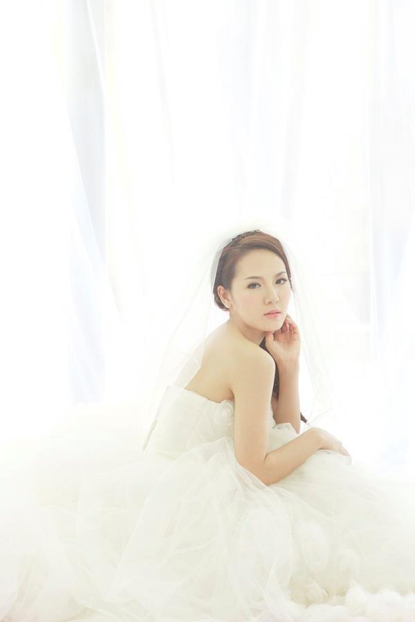 Phương Linh thẫn thờ khoác áo cô dâu ảnh 9