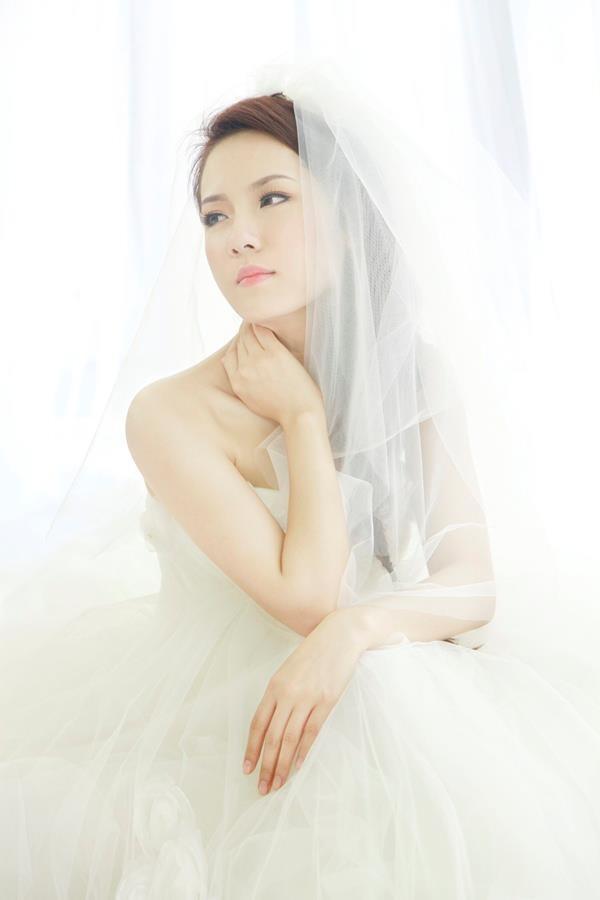 Phương Linh thẫn thờ khoác áo cô dâu ảnh 3