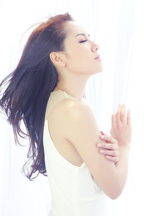 Phương Linh thẫn thờ khoác áo cô dâu ảnh 5