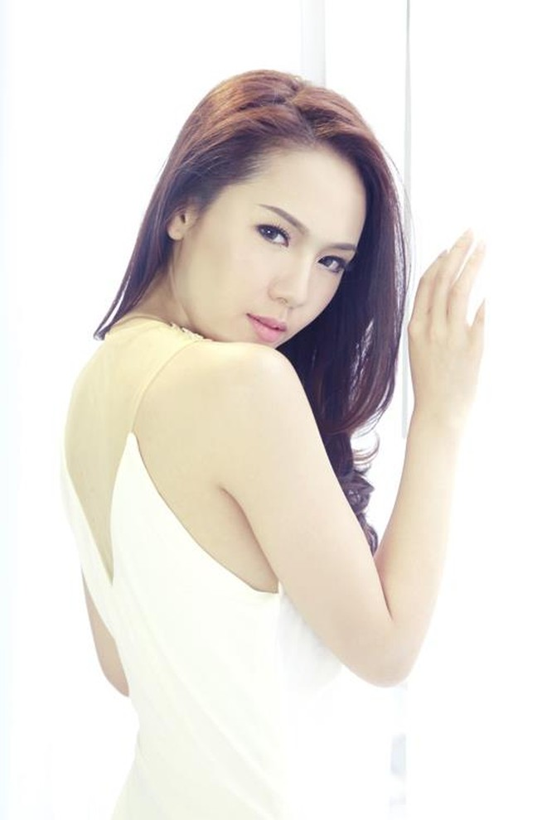 Phương Linh thẫn thờ khoác áo cô dâu ảnh 6