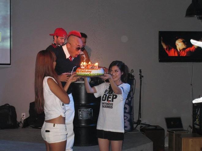 Hà Anh quậy tưng bừng trong tiệc sinh nhật Antoneus Maximus ảnh 2