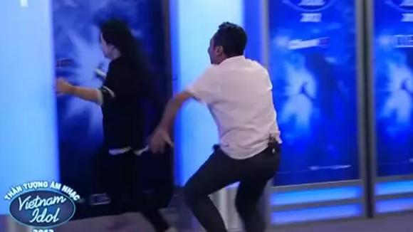 """Quang Dũng rượt đuổi thí sinh """"đòi"""" tấm vé vàng ảnh 5"""