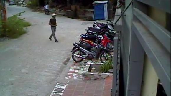 Xem tên trộm phá khóa, trộm xe trong chớp mắt ảnh 2
