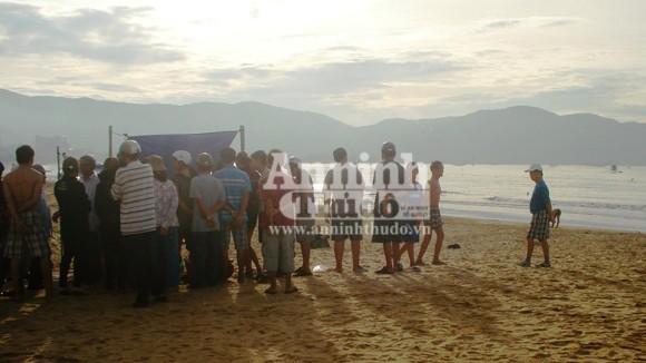 Tắm biển, 2 học sinh lớp 9 mất tích và chết đuối ảnh 1