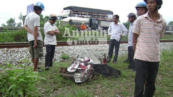 Băng qua đường sắt, ông lão bị tàu tông chết ảnh 1