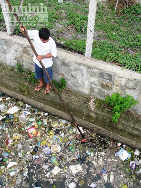 Cá chết, đồng ruộng bỏ hoang vì nguồn nước ỗ nhiễm ảnh 2
