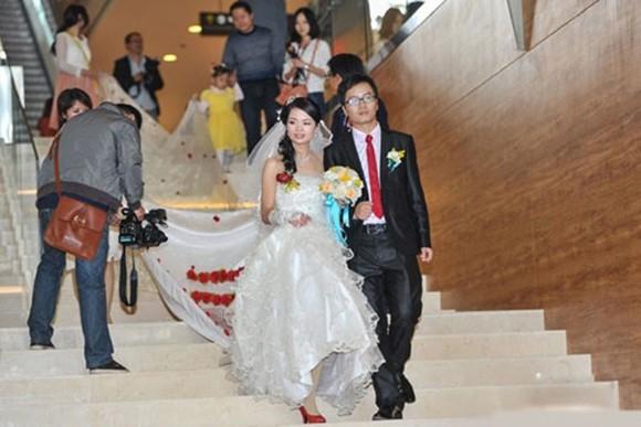 Chiếc váy cưới dài hơn 520 m ảnh 1