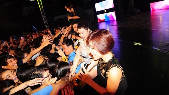 """Sinh viên Đà Nẵng bị các ngôi sao Idol """"tấn công"""" ảnh 2"""