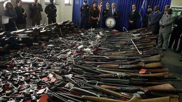 Mỹ có tới hơn 20.000 điều luật cho phép sở hữu vũ khí ảnh 1