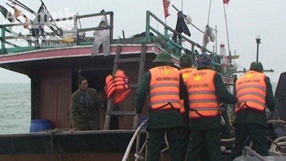 Quảng Bình: Tàu cá thứ ba bị mất tích trên biển ảnh 2
