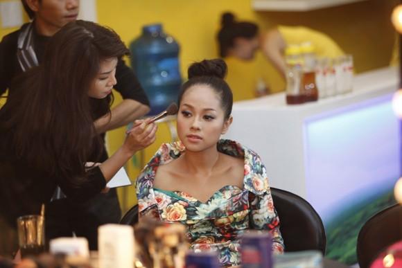 """""""Đột nhập"""" hậu trường xem Top 3 chuẩn bị cho đêm Gala 8 ảnh 5"""