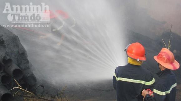 Cháy lớn tại khu vực sân vận động thành phố Tuy Hòa ảnh 1