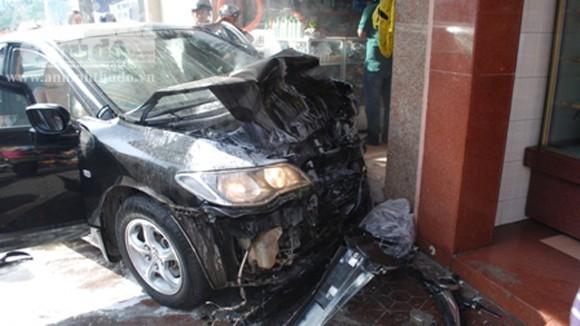 Ô tô mất lái, gây tai nạn liên hoàn ảnh 1