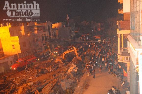 Suốt đêm cứu cháy xưởng gỗ rộng cả trăm m2 ảnh 2