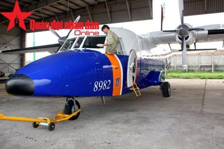 Máy bay tuần thám CASA-212 sẵn sàng hướng về phía biển ảnh 2