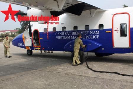 Máy bay tuần thám CASA-212 sẵn sàng hướng về phía biển ảnh 3